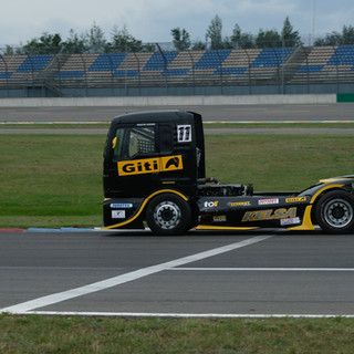 Team Oliver Racing 2020 (12).jpg