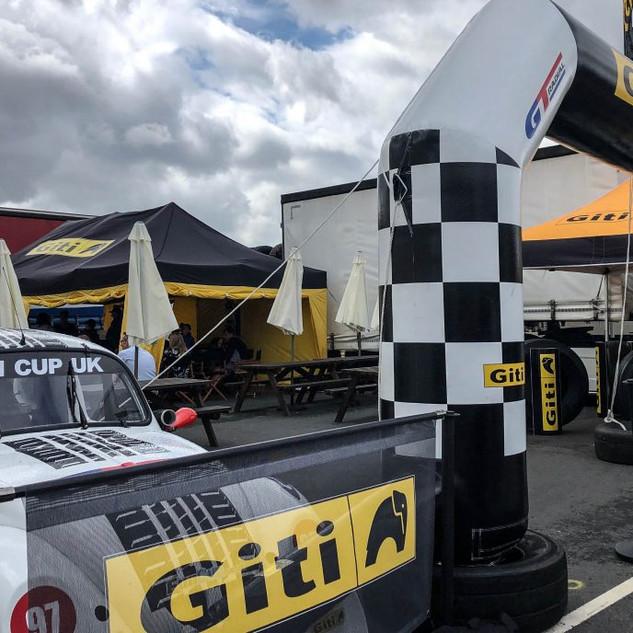 Donington2019_Team-Oliver-Racing (2).JPG