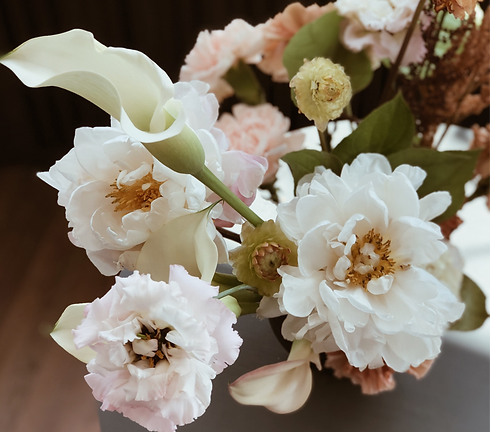White%20Theme%20Bouquet_edited.png