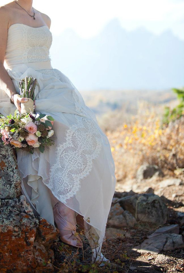 wedding dress, bridal gown, simple, natural, cool, cotton, vintage, destination, lace, strapless, tulle, waist-cut, barn, light, airy
