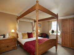 Four poster double with sea view