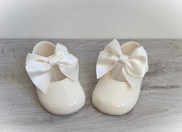 Baby girl large bow shoes (Cream)