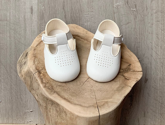 Soft sole white shoes