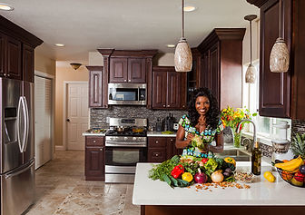 gloria-kamil-kitchen-photo-smiling.jpg