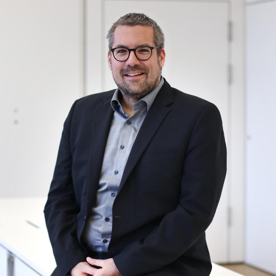Prof. Dr. Bela Mutschler ist Professor für Online Marketing an der Hochschule Ravensburg-Weingarten