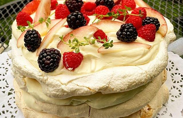 Pavlova = Perfect Summer Dessert