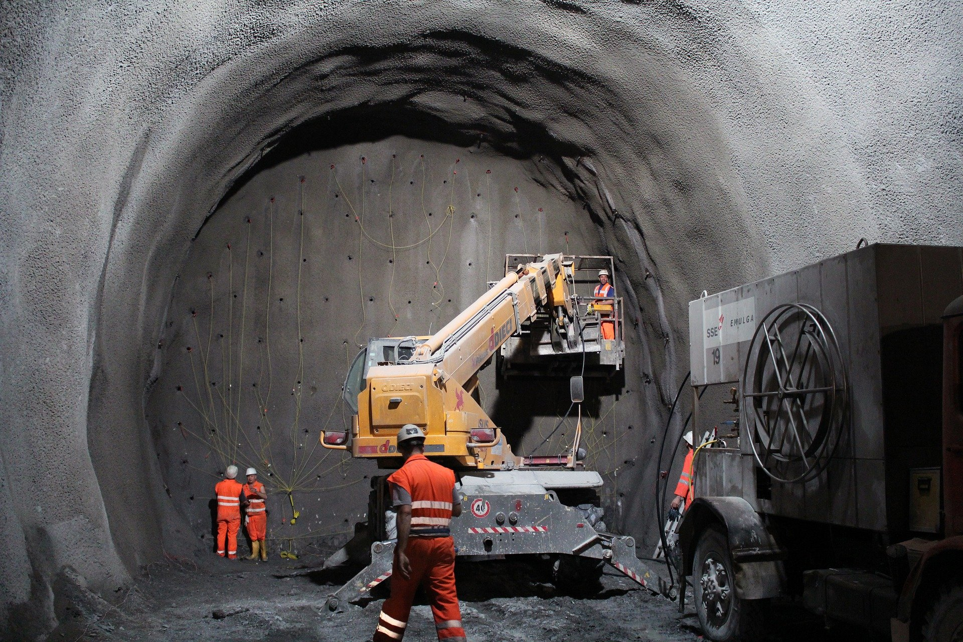 tunnel-2316267_1920