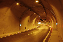 tunnel-2425660_1920