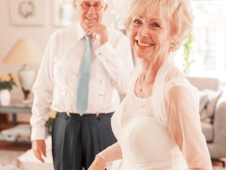 Favoriet van de trouwfotograaf: the first look. Bij dit echtpaar zelfs twee!