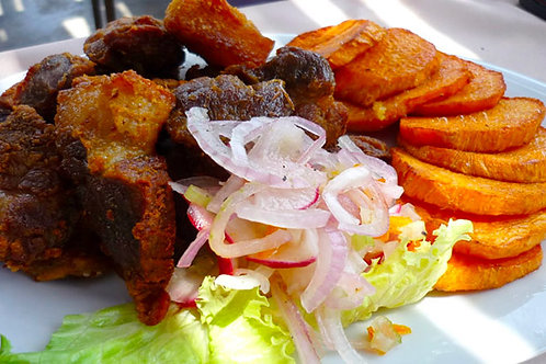 Chicharrón de chancho con camotito frito