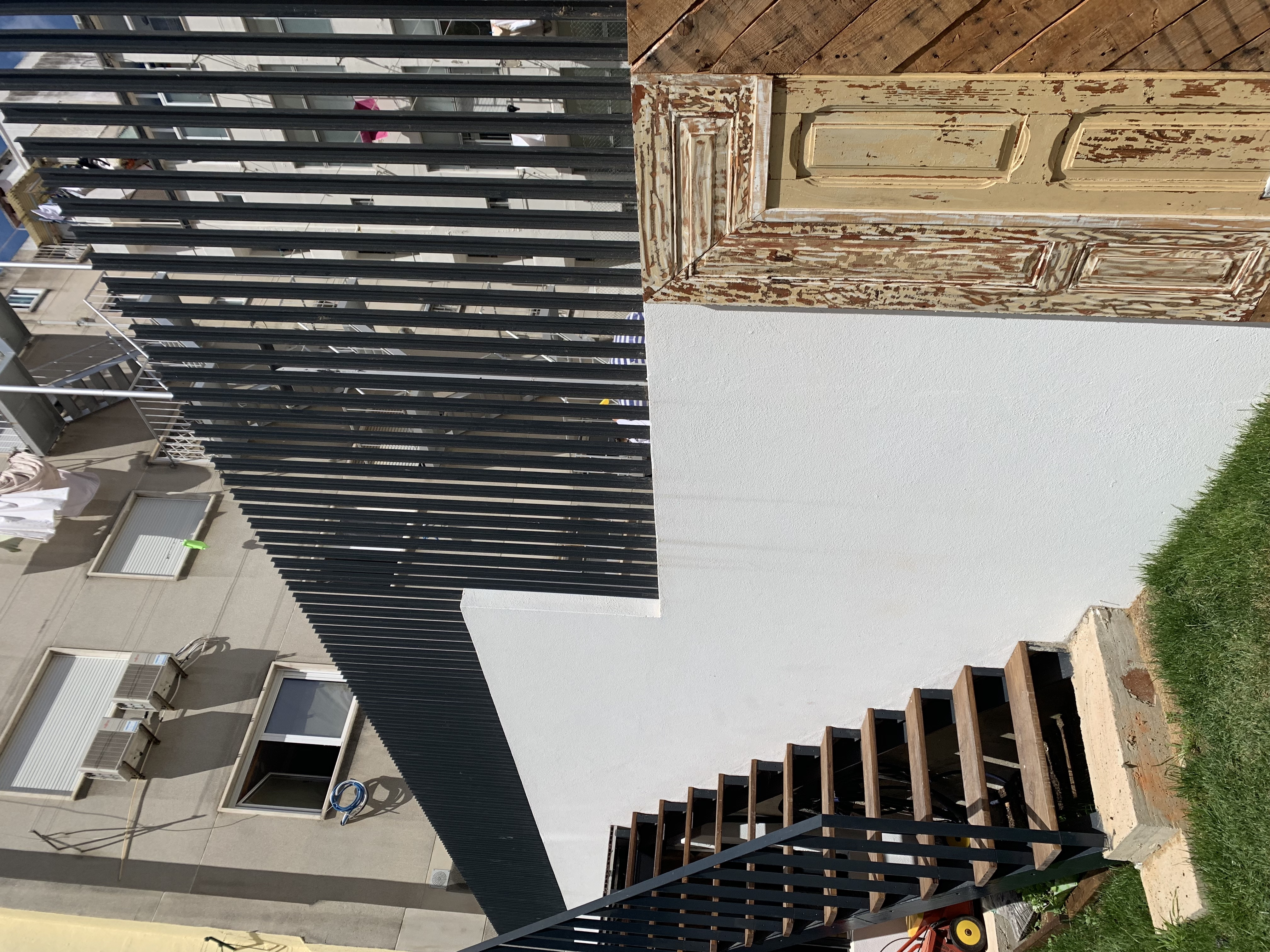 escada de ligação ao logradouro