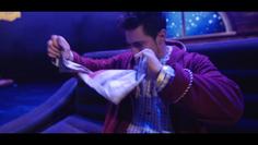 spectacle de noel, magicien bordeaux, déchire journal