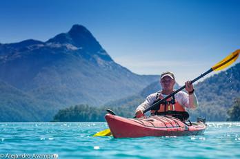 Kayak en el lago espejo