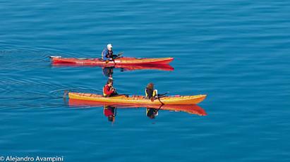 Kayak en el Nahuel Huapi