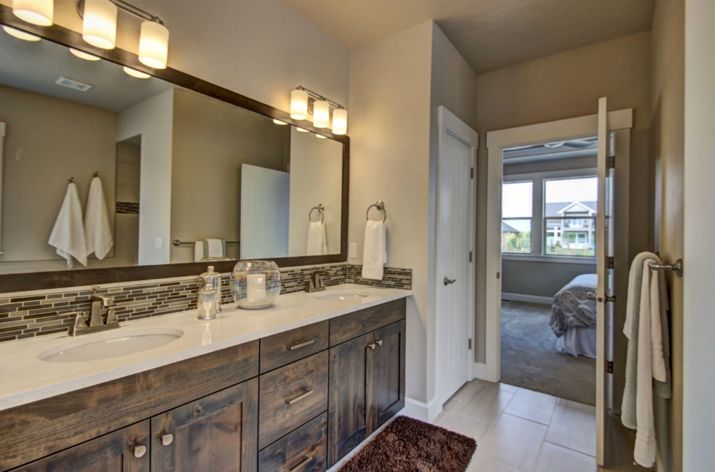 lake placid master  bath 2 1280X768