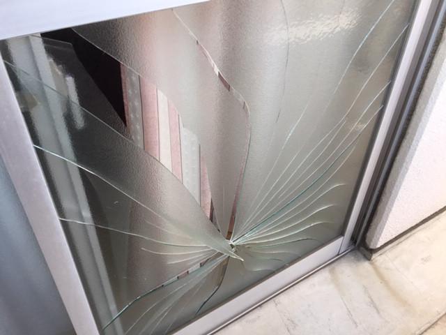 足立区 江北ガラス修理前