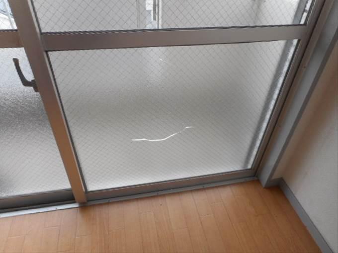 足立区 ガラス修理前 NO2