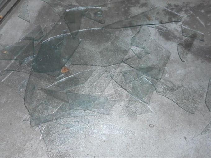 葛飾区 西新小岩 ガラス修理
