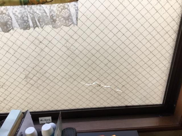 台東区 松が谷 ガラス修理前