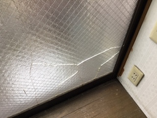 葛飾区 西新小岩 ガラス修理前