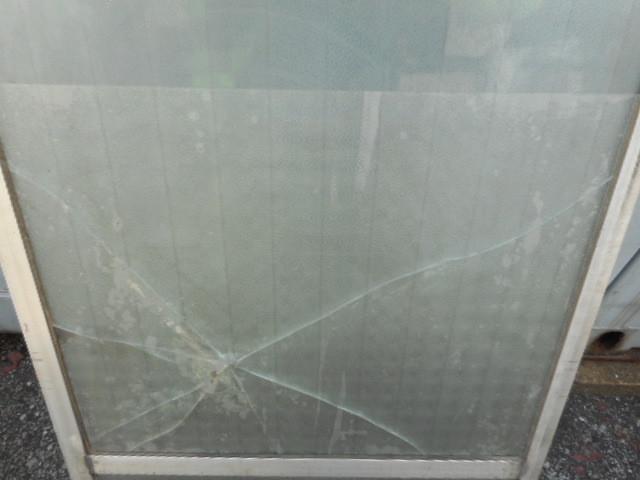 足立区 栗原のガラス修理前