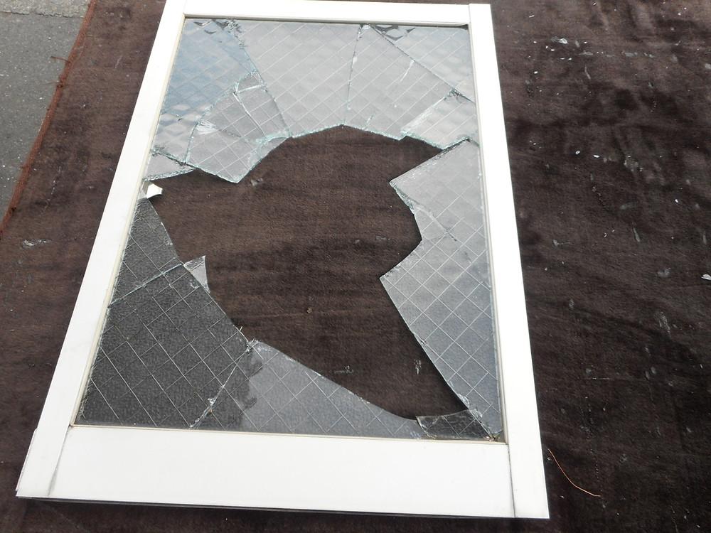 足立区 ガラス修理前