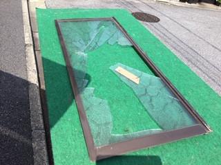 足立区 西新井栄町 ガラス修理前
