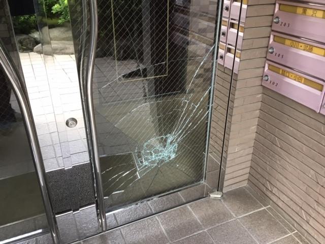 葛飾区 堀切 ガラス修理前
