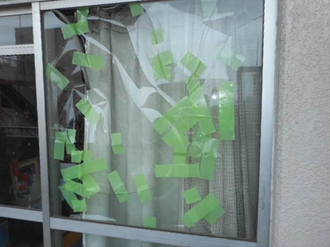 足立区 本木 窓ガラス修理・交換前