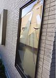 FIX窓 台風被害の窓ガラス