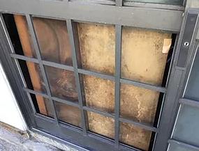 台風被害の玄関ドアガラス