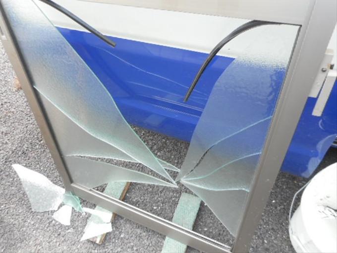 足立区  谷在家 窓ガラス修理・交換