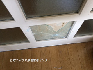 足立区 梅島 ガラス修理前