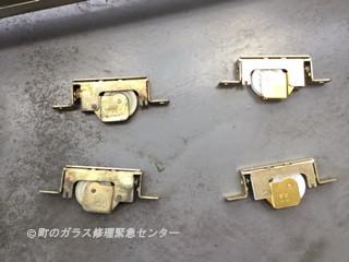 台東区  竜泉 マンション戸車の修理・交換