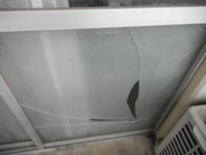 足立区 東保木間のガラス修理前