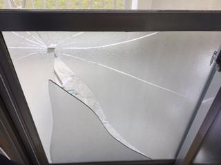 葛飾区 都営新宿六第三アパート 掃き出し窓ガラス修理