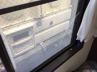 足立区 加賀 ガラス修理前