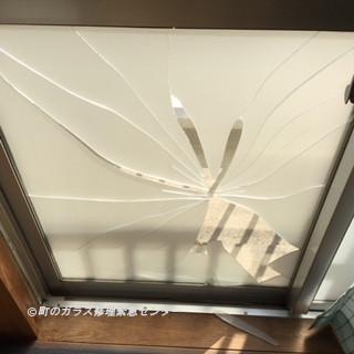 江戸川区 都営住宅 ガラス修理前