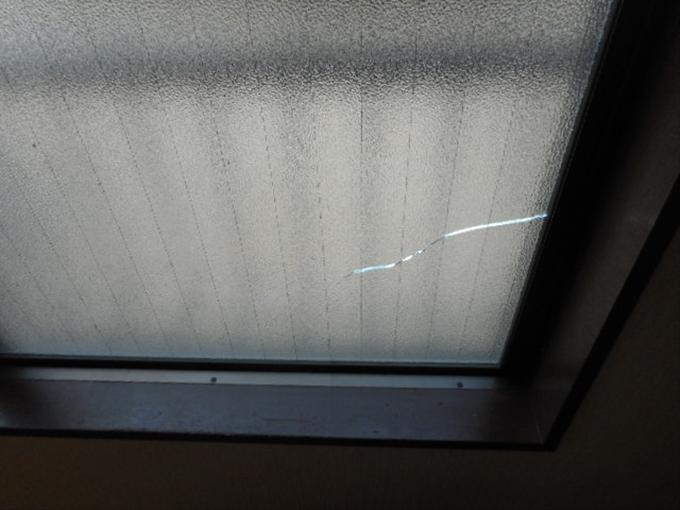 足立区 南花畑 窓ガラス修理前