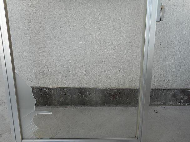 足立区 鹿浜 ガラス修理