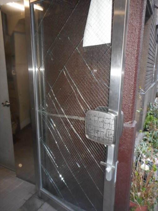 葛飾区 青戸のガラス修理前