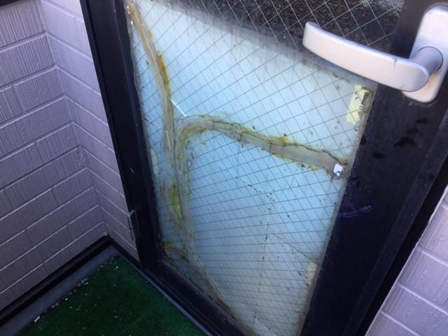 足立区 西伊興 ガラス修理前