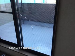 足立区 北千住 ガラス修理前 NO2