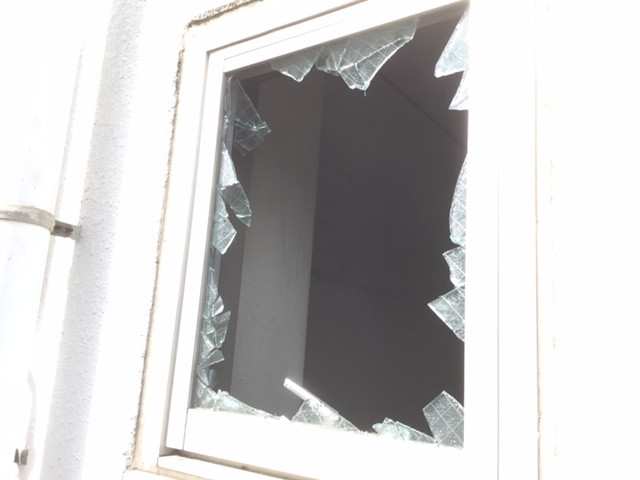 葛飾区 亀有 ガラス修理前