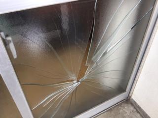 足立区 中央本町 ガラス修理前