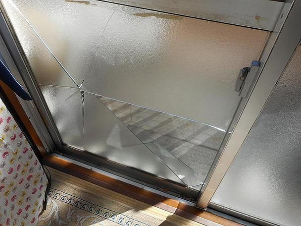 足立区 中央本町 ガラス修理