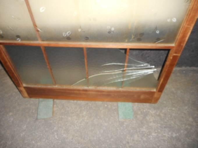 足立区 関原ガラス修理前