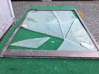 足立区 宮城 ガラス修理前
