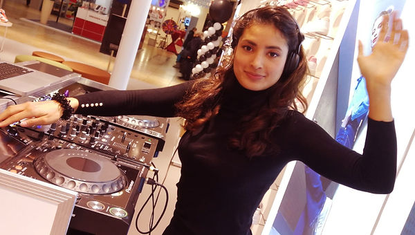 dj - djane camila promotion dresden altmarktgalerie als djane bei sidestep