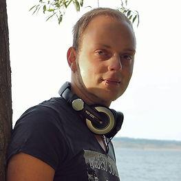 DJ S 1.jpg
